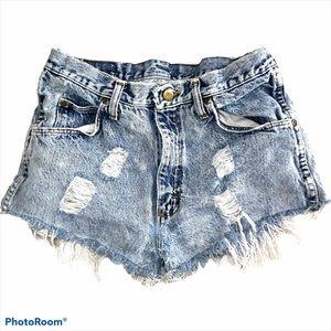 Wrangler vintage cut off distressed jean shorts 31